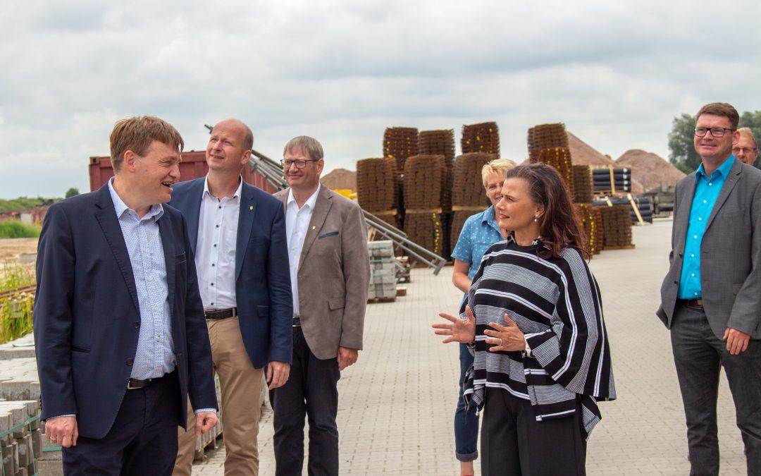 GItta Connemann zu Besuch bei der Firmengruppe Alfons Wittrock